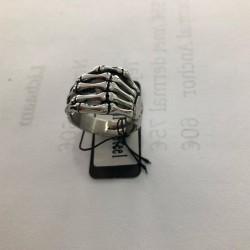 Skull hand ring